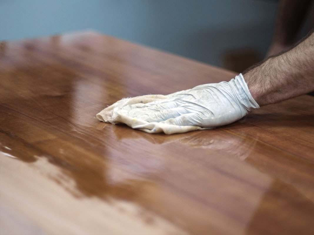 Holzmöbel ölen, reinigen & pflegen - Ratgeber  massivum